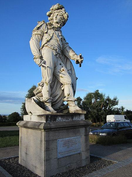 Statue du Maréchal de Tourville