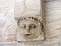 Statue tête apeurée collégiale de Neuchâtel.jpg