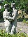 Statur vor Göbbels Waldhof am Bogensee - panoramio.jpg