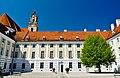Stift Herzogenburg Innenhof.jpg