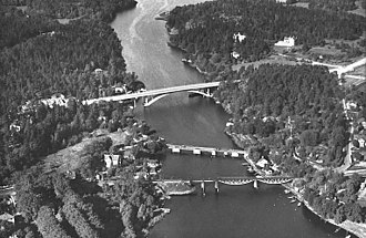 Stocksundet - The 1936 road bridge, seen with its 1826 predecessor and the 1885 railway bridge, viewed from the east