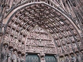 Tympanum (architecture) - Image: Strasbourg Cathédrale 3
