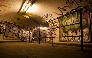 Ghost station - Image: Subway Saint Martin 03