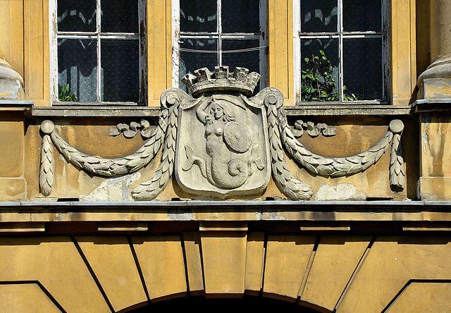 Sirène dans le quartier de Praga au 6 rue Inżynierska