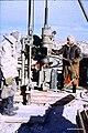 Syrien 1961 Tabqa Staudammprojekt Bohrstelle Menschen 0010.jpg