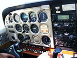Tableau de bord dun Cessna 172 (2297955649) (2).jpg