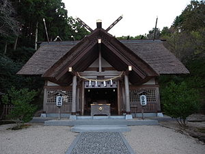 Religion in Japan - Takabe-jinja in Minamibōsō, Chiba. It's an example of the native shinmei-zukuri style.