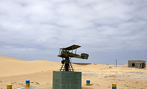 English: Saint Exupery monument in Tarfaya Рус...