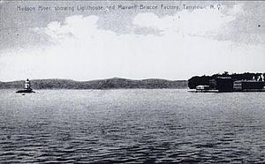 Tarrytown Light - Image: Tarrytown Light and shore postcard