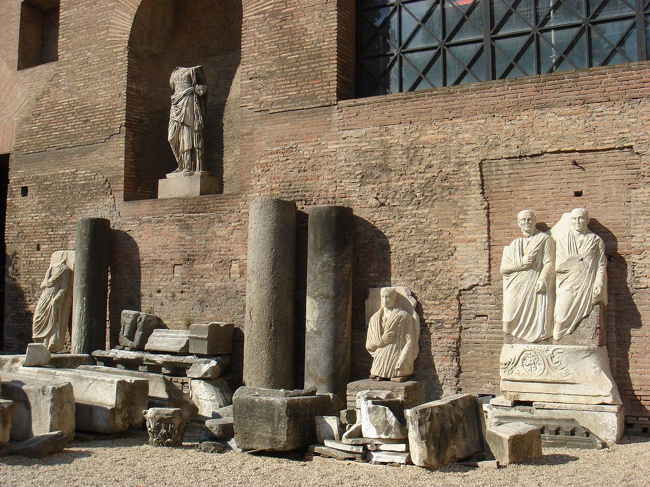 Terme Diocleziano - nel cortile 00359.jpg