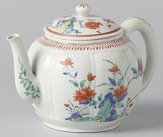 Japanese export porcelain - Kakiemon teapot, 1670–1690