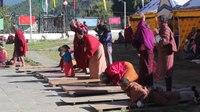 File:Thimphu, Memorial Chorten, paying respect.webm
