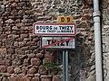 Thizy-les-Bourgs - Rue Veuve Crozet - Panneaux Bourg-de-Thizy et sortie de Thizy.jpg