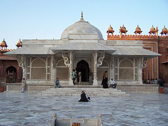 Chhajja - The tomb of Salim Chishti in Fatehpur Sikri (India) exhibiting a deep chhajja following the perimeter of the building supported with elaborate brackets