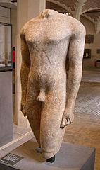 Tors de kouroi, procendent d'Actium. Cap el 570 aC