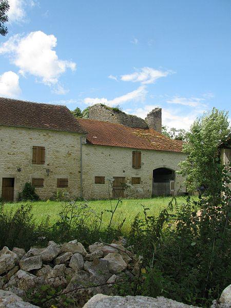 La tour du château de Bulcy, Nièvre, France.
