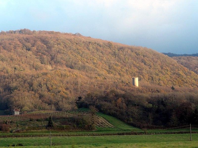 Vue de la tour de Mont Vert ou Montvert, à Lagnieu, France