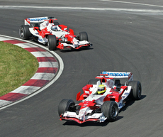 Ralf Schumacher leading Jarno Trulli at the 2006 Canadian Grand Prix, where Trulli finished in 4th place.