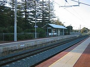 Mosman Park railway station - Northbound view from Platform 2 in July 2005