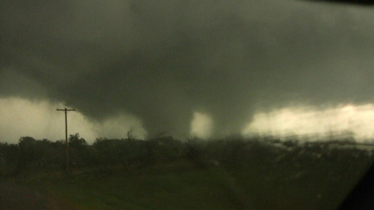 Multiple-vortex tornado - Wikipedia