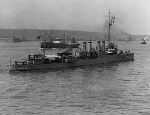 USS Osborne (DD-295) underway in the Hudson River, off New York City, during the 1920s (NH 42921).jpg