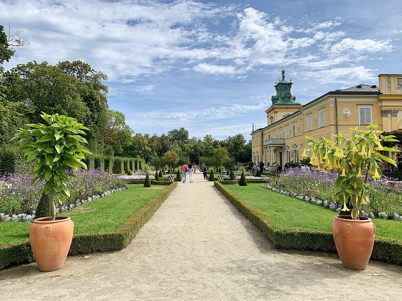 Сад в стиле барокко в Вилановском парке, 2019, 01.jpg