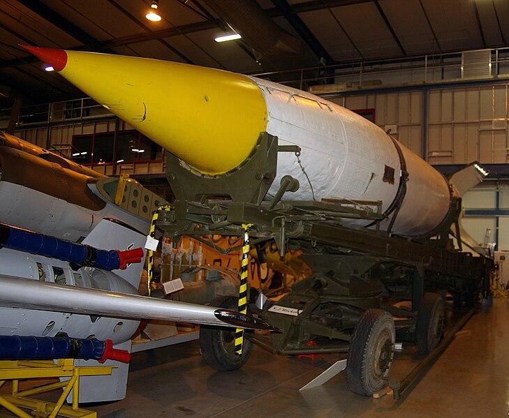 الصاروخ النازي المرعب V-2 729px-V-2_rocket_at_the_AWM_Treloar_Centre_Annex