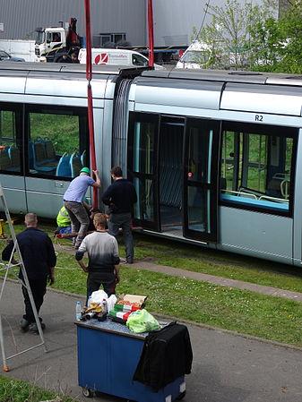 Valenciennes & Anzin - Déraillement de la rame de tramway n° 17 à la sortie du dépôt de Saint-Waast le 11 avril 2014 (057).JPG
