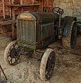 Vieux tracteur agricole - Old farm tractor (11275670475).jpg