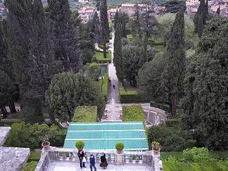 Villa d'Este garden 2.jpg
