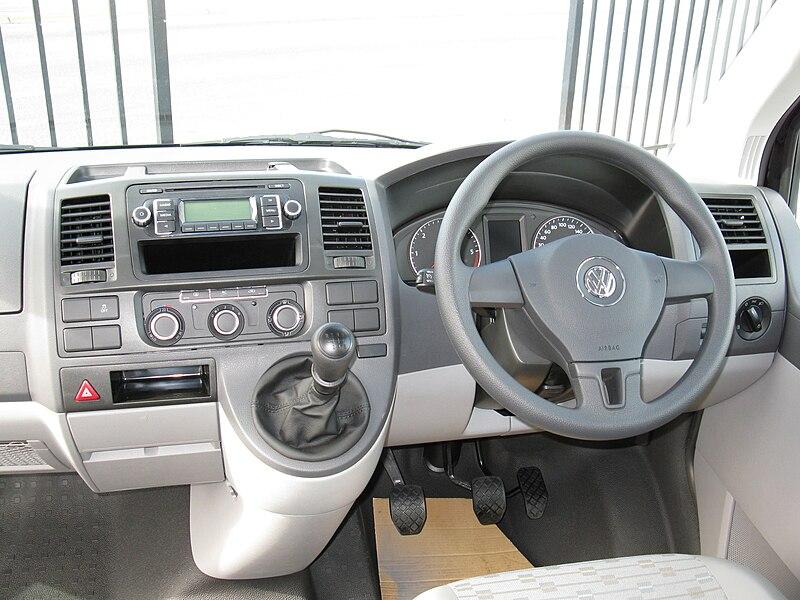 file volkswagen transporter 2010my interior view jpg wikimedia commons. Black Bedroom Furniture Sets. Home Design Ideas