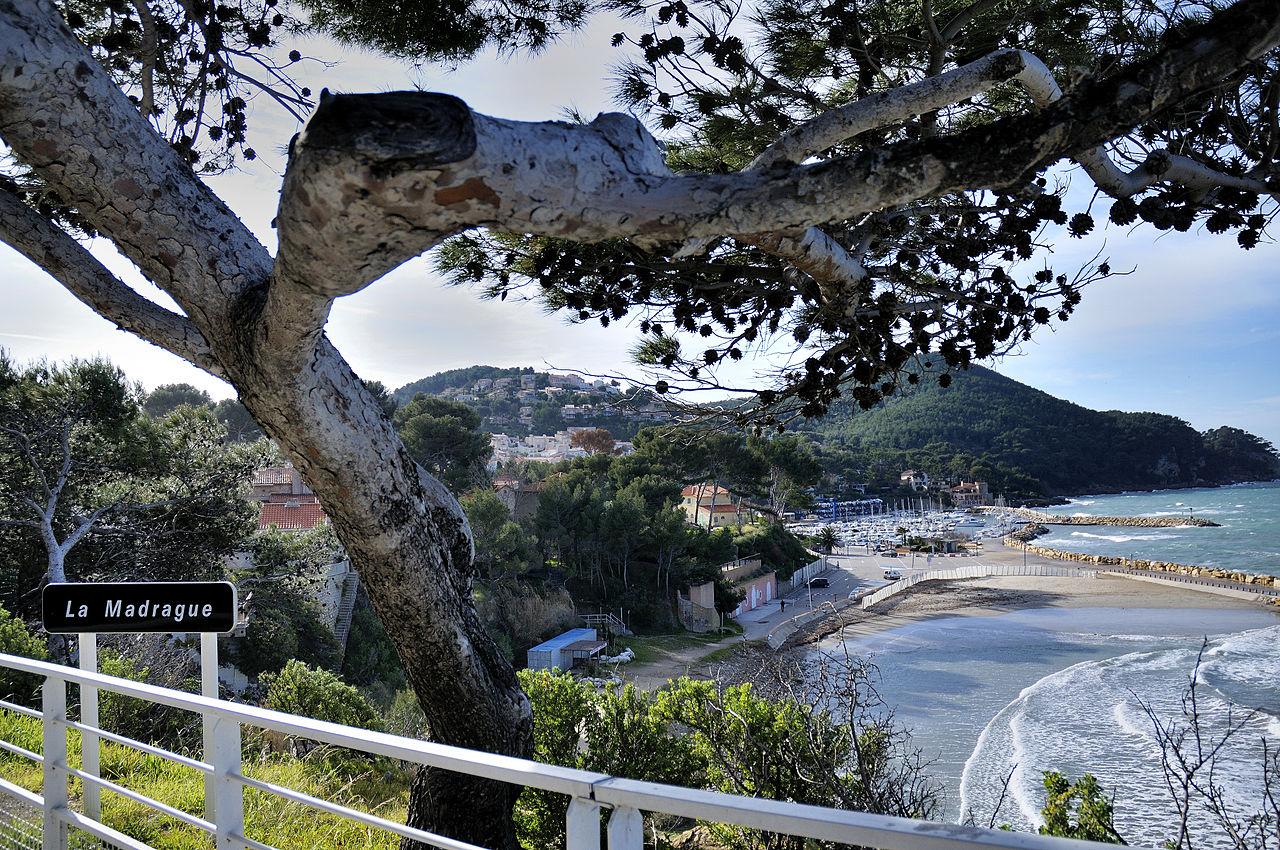 File vue sur le port de la wikimedia commons - Port de la madrague saint cyr sur mer ...