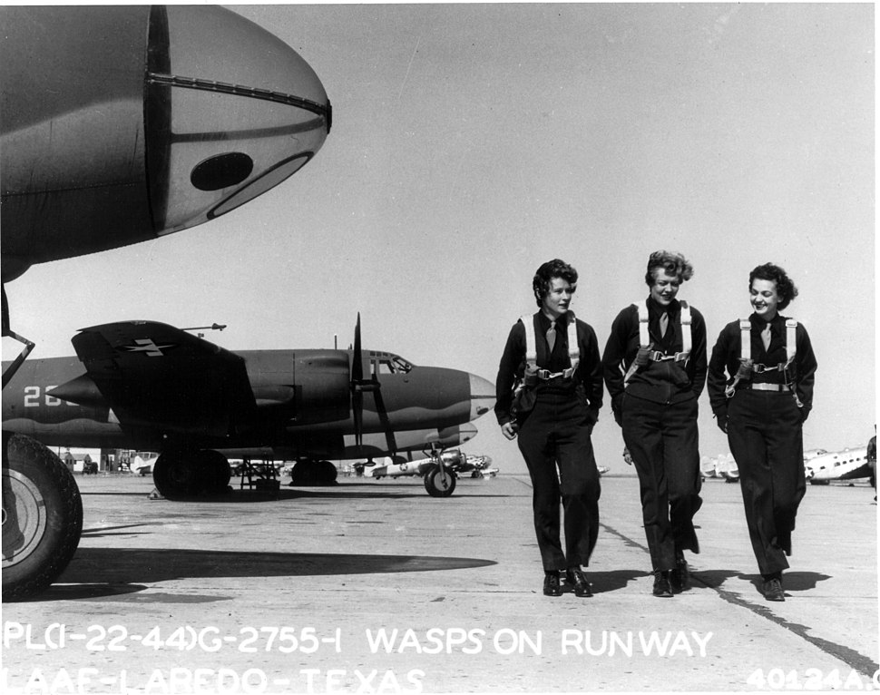 WASPs on flight line at Laredo AAF