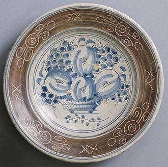 Sgraffito - Sgraffito decoration of ceramics, in the brown slip on the rim