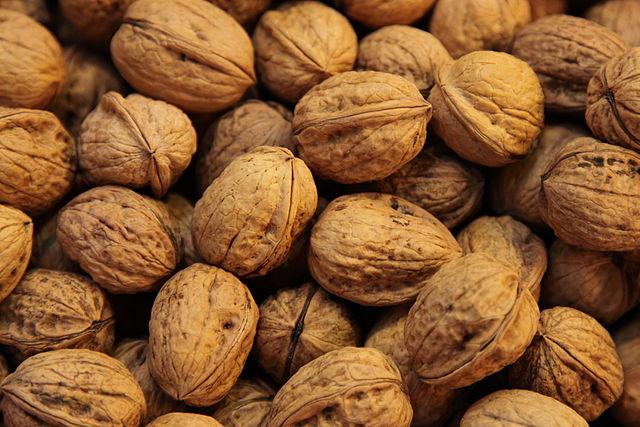 WTF??? REALLY??? ~ FDA Says Walnuts Are Illegal Drugs 640px-Walnuts%2C_Mercado_La_Boquer%C3%ADa