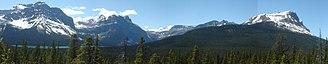 Waputik Range - Image: Waputik Range (Pulpit+Balfour+Bow peak)