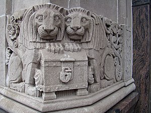 Williamsburgh Savings Bank Tower - Image: Williamsburgh Savings Bank corner lion