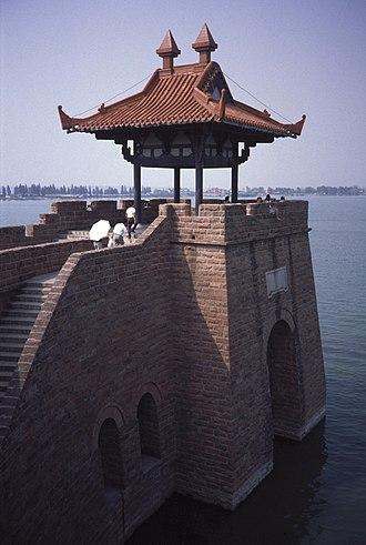 East Lake (Wuhan) - Image: Wuhan Chu town