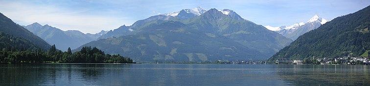 Süden: Hoher Tenn mit Imbachhorn und Vorbergen, rechts Kitzsteinhorn
