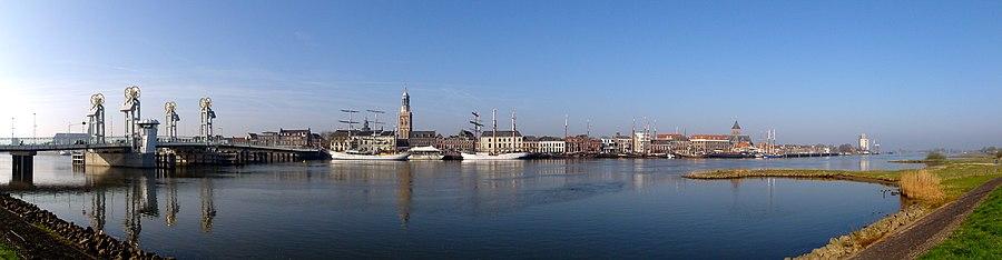 Zicht op Kampen vanuit IJsselmuiden