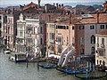 """Soutien"" de Lorenzo Quinn (Grand Canal, Venise) (34709264363).jpg"