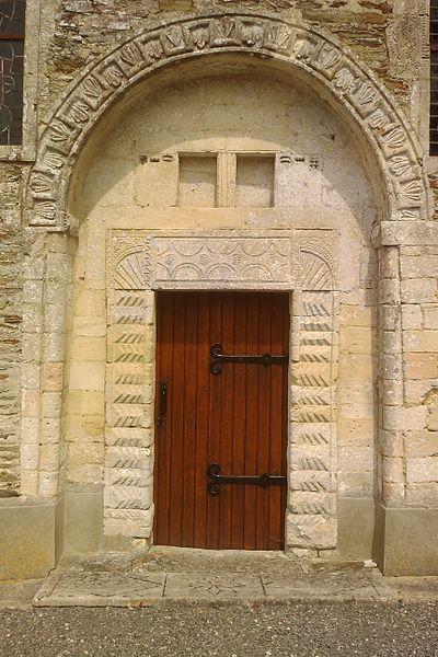Détail d'une porte latérale de l'église Saint-Pierre de fr:Saint-Pierre-de-Semilly