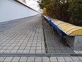 Černý Most, chodníková rampa od stanice Rajská zahrada.jpg