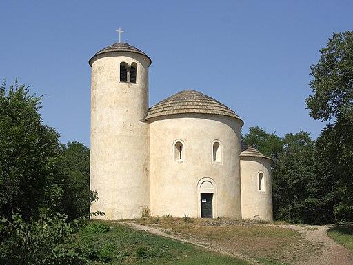 Říp - rotunda svatého Jiří 2013 obr1