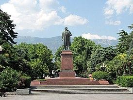 Памятник В.И. Ленину в Ялте.JPG