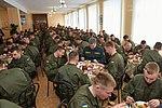 Президент України Петро Порошенко привітав молодих офіцерів з випуском 152 (16325681563).jpg