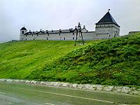 Прясло стен между юго-восточной круглой наугольной башней и восточной квадратной башней.JPG
