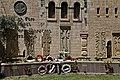 הסמינר התאולוגי עם מצבות לזכר הקהילות הארמניות שנקטלו ב1915.jpg