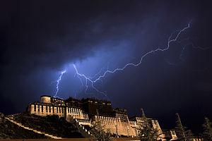 布达拉宫闪电.jpg