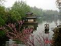 杭州.西湖-苏堤东浦桥(远景:曲院风荷) - panoramio (1).jpg